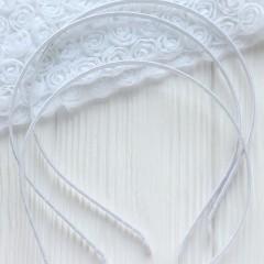 Ободок в ленте белый