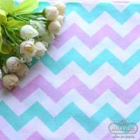Бязь,широкий  зигзаг 1,5 см мятно-розового цвета на белом фоне(цена указана за отрез 40*50см)