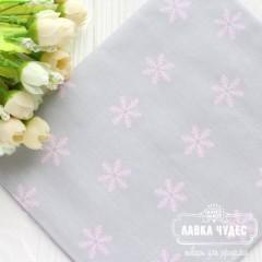 "Ткань ""Розовые снежинки на сером фоне"" (цена указана за отрез 25*40 см)"